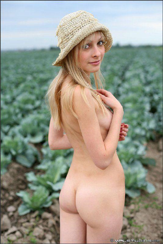 Granjera desnuda