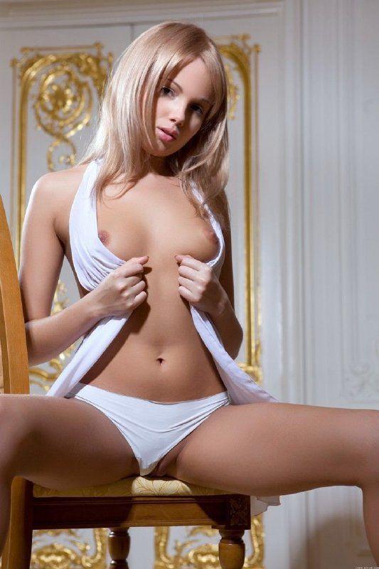 Dulce nena desnuda