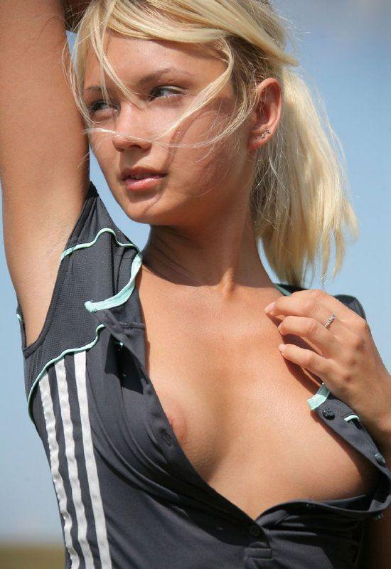 Jovencita tenista desnuda