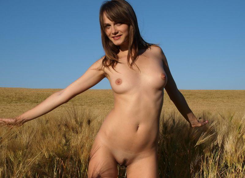 Desnuda en el trigo
