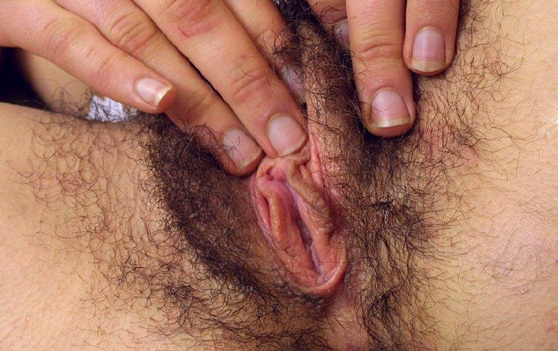 Morena desnudas nos muestra su chocha peluda