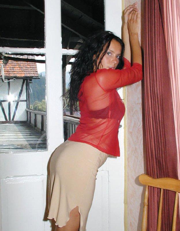 Morena desnuda en fotos caseras
