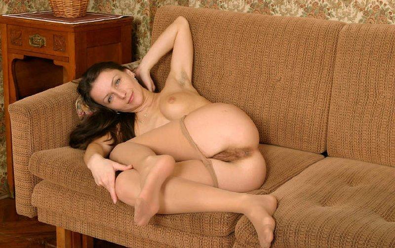 Pechos y chicas desnudas y desnudos