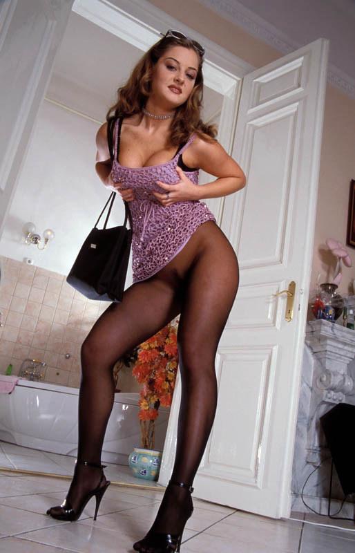 Mujer desnuda en pantys