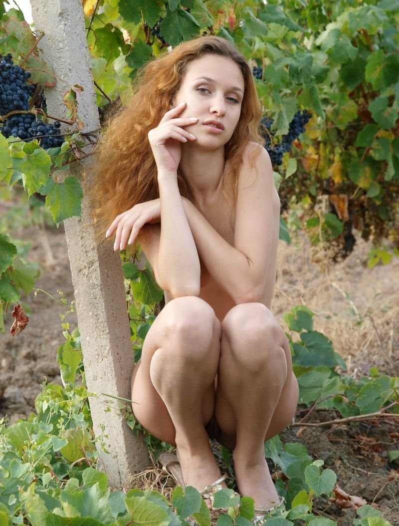 Desnuda entre las uvas