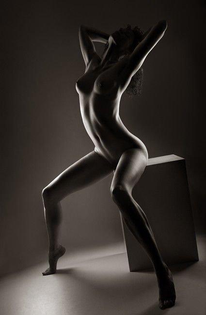 Mujeres desnudas en blanco y negro