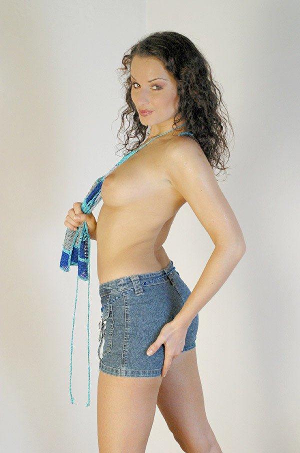 Carla se desnuda para nosotros