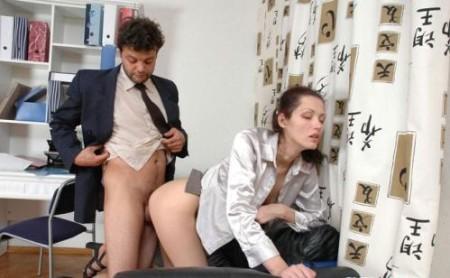 Follando duro a la secretaria