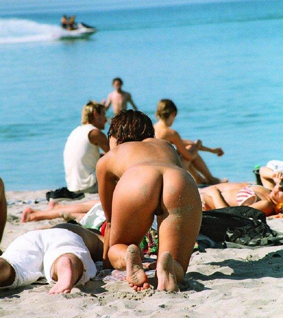 chicas-en-la-playa_03
