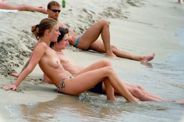 chicas-en-la-playa_11