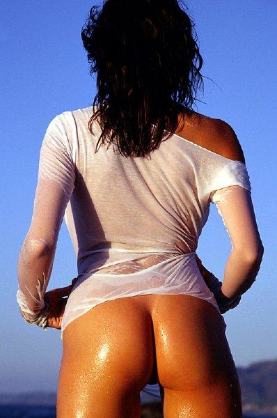 conejita-desnuda-en-la-playa_05