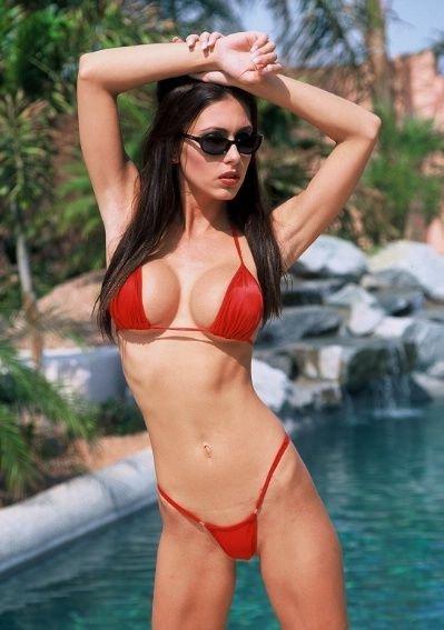 jovencita-con-bikini-rojo_01