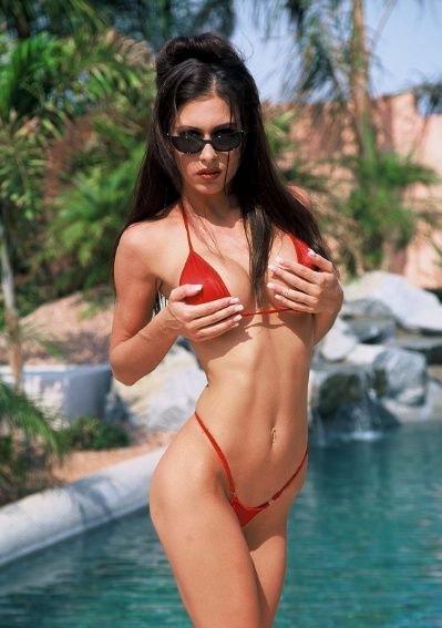 jovencita-con-bikini-rojo_05