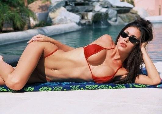 jovencita-con-bikini-rojo_06