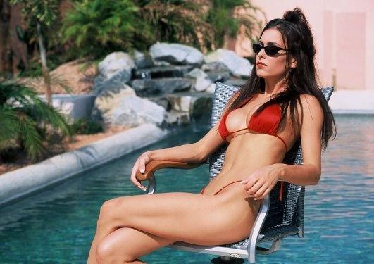 jovencita-con-bikini-rojo_07