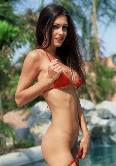 jovencita-con-bikini-rojo_11