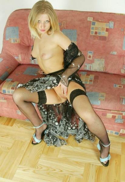 jovencita-desnuda-muy-zorra_07