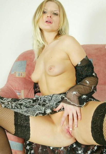jovencita-desnuda-muy-zorra_10