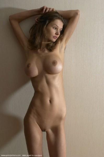 стройная голая с большой грудью фото