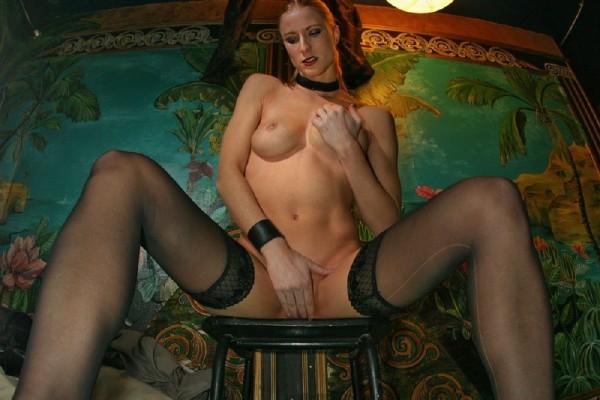 chica-mala-posando-desnuda_03