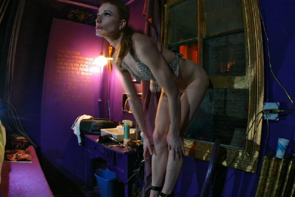 chica-mala-posando-desnuda_15