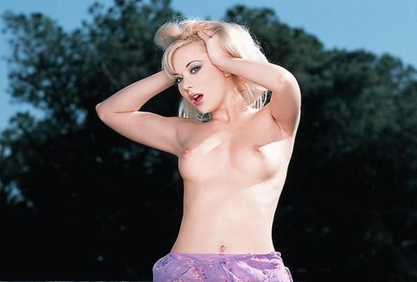 ember-desnuda-balcon_06