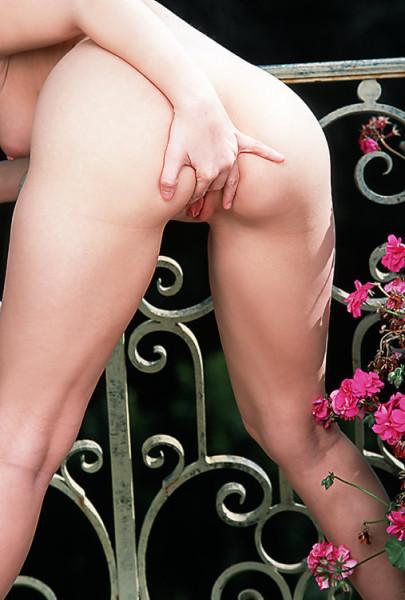 ember-desnuda-balcon_12