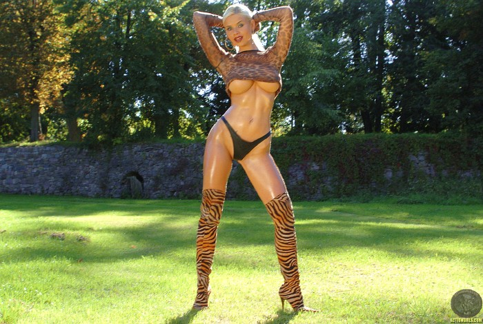 Kathy LEE ActionGIRLS Cheetah 10 Busty EURO Blonde 2006 BRTC