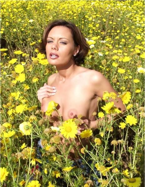 desnuda-en-el-campo_04