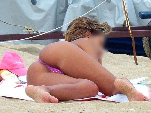 desnudas-en-la-playa_07