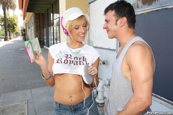 vendiendo-cds-por-la-calle_02