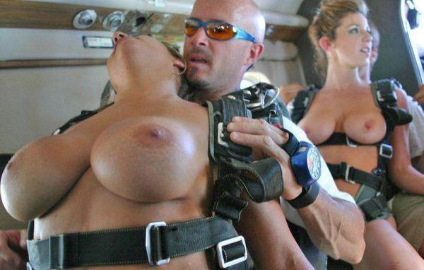 desnudas-en-paracaidas_04