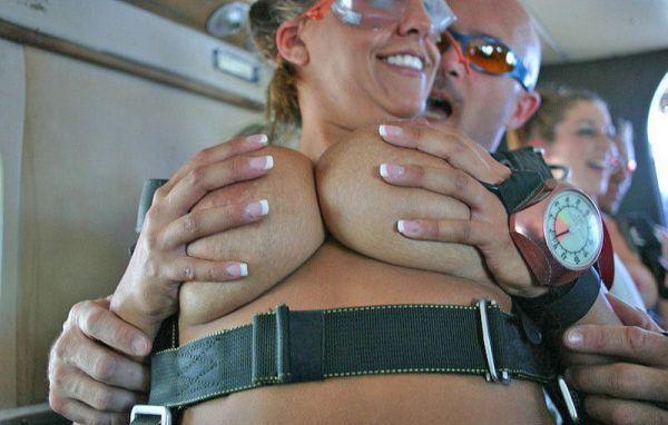 desnudas-en-paracaidas_07