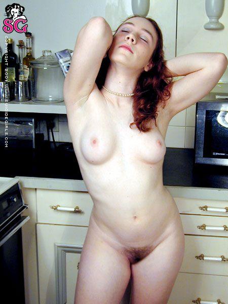 sasha-desnuda-cocina_09
