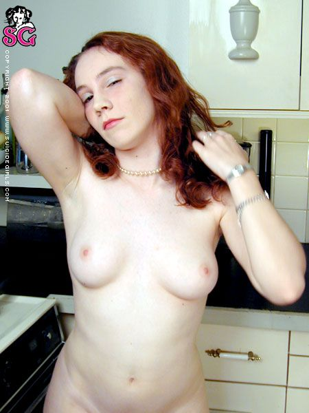 sasha-desnuda-cocina_10