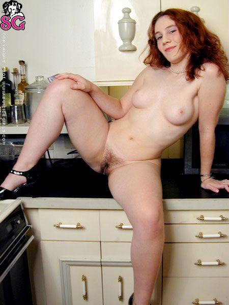 sasha-desnuda-cocina_14