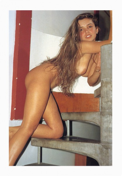 jovencita-escaleras_01