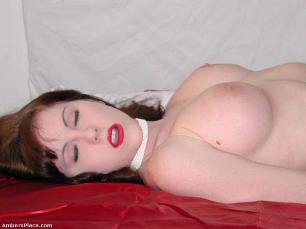 pelirroja-desnuda-cama_07