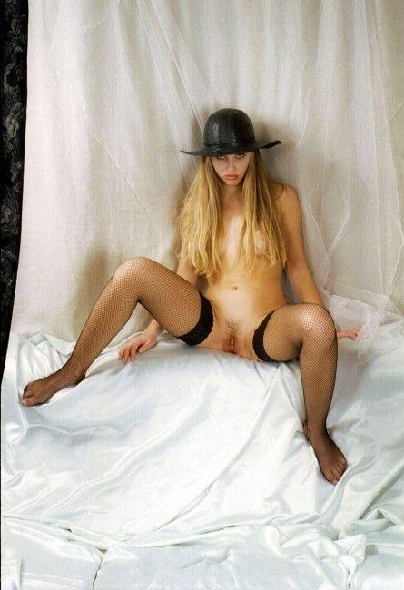 image Rubia adolescente en medias anal follada