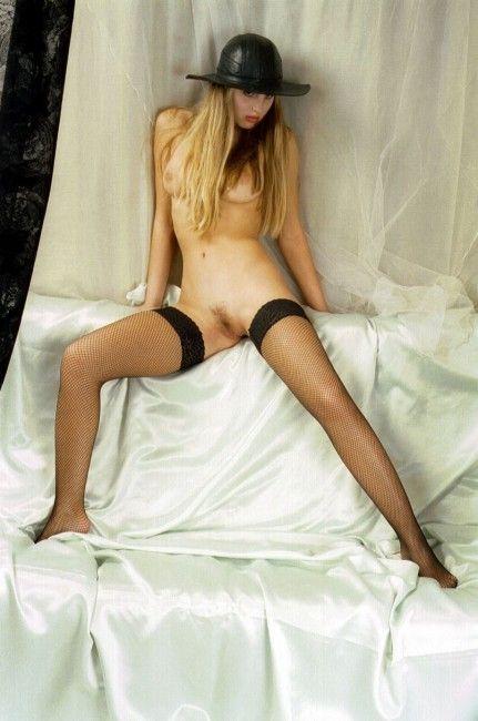jovencita-18-posando-desnuda_10