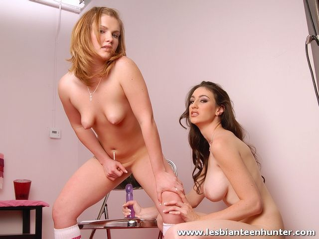 jovencitas-lesbianas-follando_11